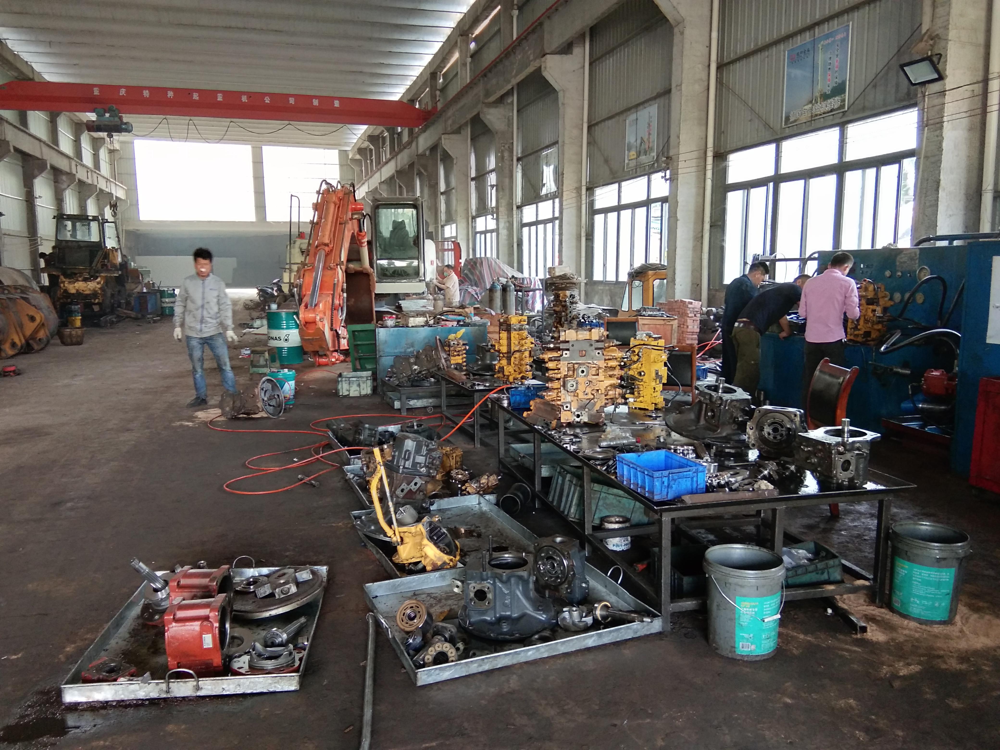 小松200火狐体育app官方发动机严重磨损而且还高温喷机油